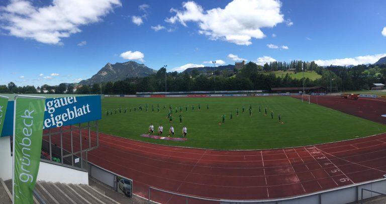 Feriencamp der FC Augsburg Fussballschule beim 1.FC Sonthofen